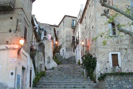 Grande maison en plein coeur de Scalea (Calabre) - Scalea
