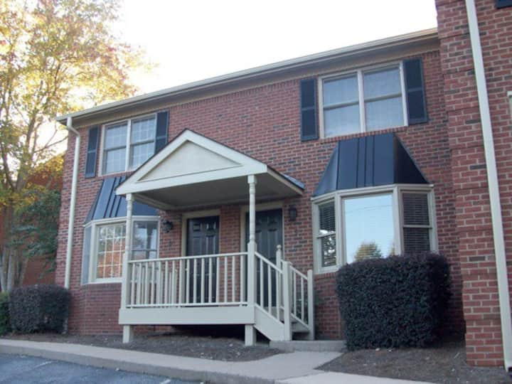 UGA Condo- Less than a mile from stadium-5 Points