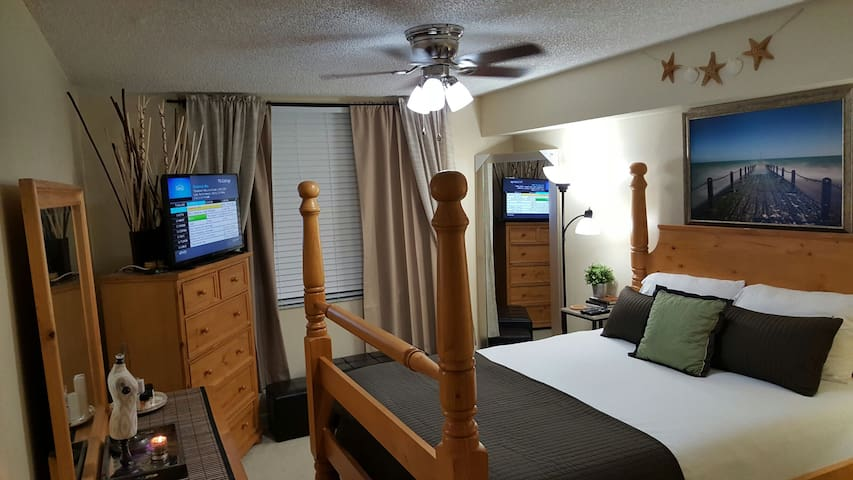 Cozy One Bedroom Suite 10 min from beach!