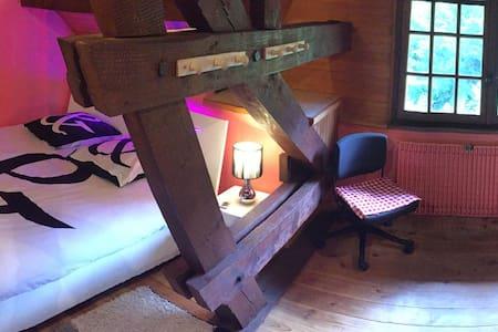 Chambre spacieuse dans une maison de caractère - Saint-Hippolyte - Bed & Breakfast