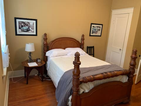 Private stay near the hospital and downtown.