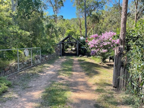 Quaint country cottage - walk to Wollombi Village