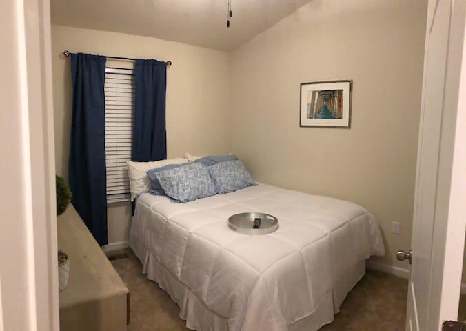 Quiet, cozy, & comfortable stay- right off I-81