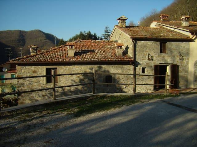 Accantoalbosco Casa Bani - Frassignoni - Rumah