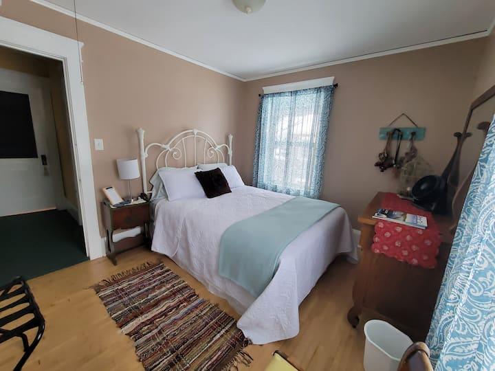 Pilgrim's Inn / Britta's Room