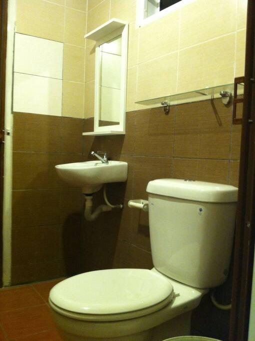 Toilet with toiletries