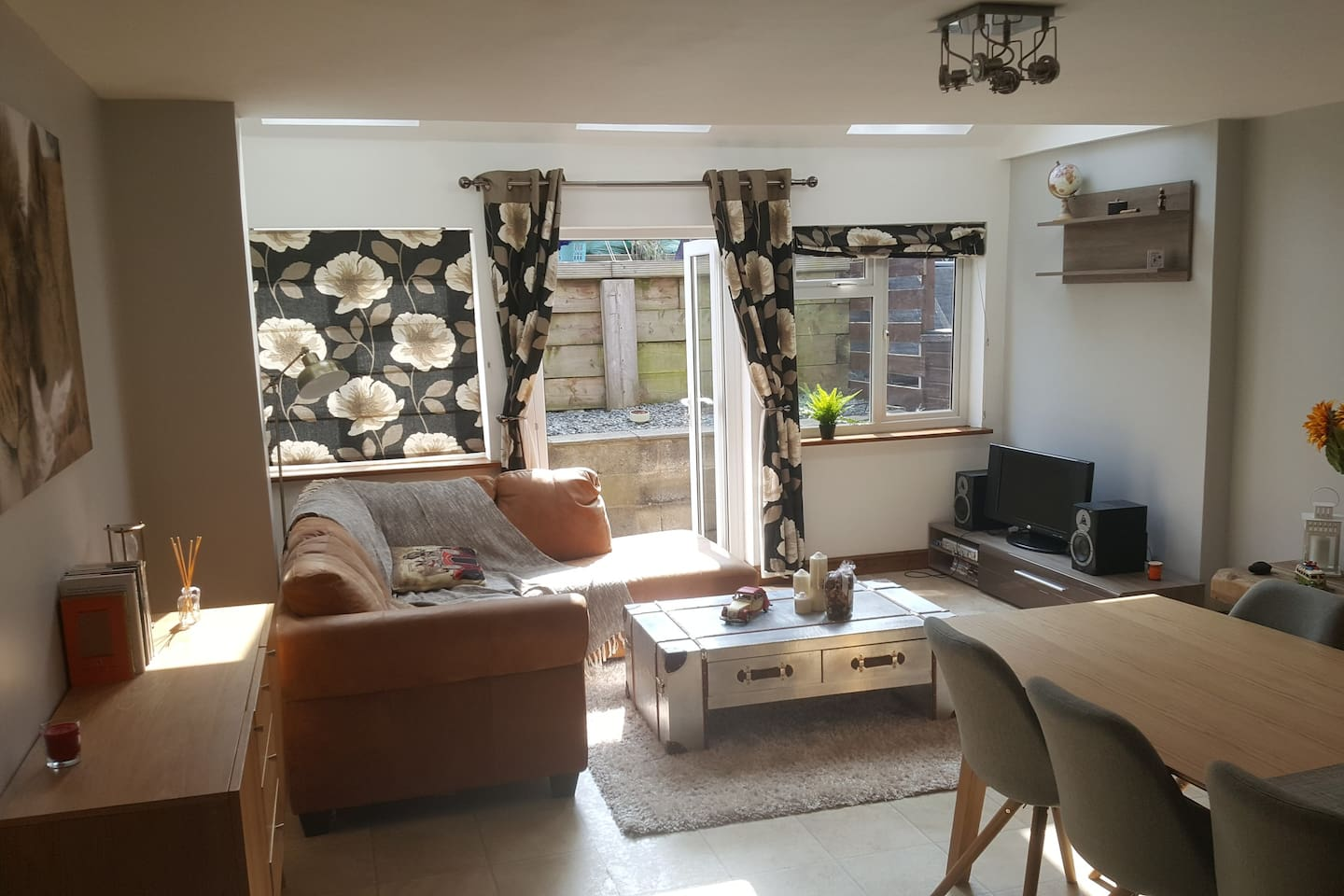 Living room for all to enjoy (part of an open plan dining room and kitchen)
