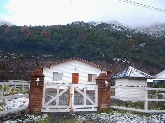 CASA DE CAMPO EN LOS QUEÑES