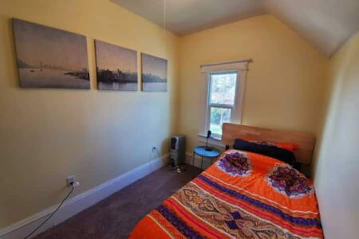 The Water Front Twin Room 5min drive from Downtown