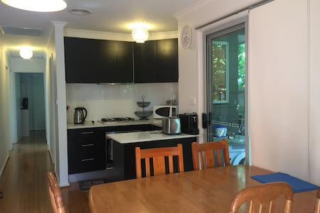 Comfortable and clean guesthouse - Downer