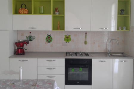 Appartamento con vista a venti minuti dal mare - Piana Battolla - Apartamento