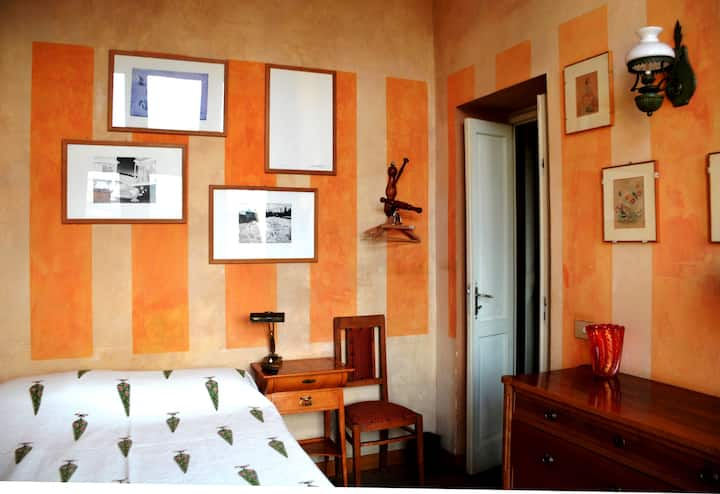 Una stanza piccola e accogliente per tutti.