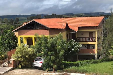 Casa Amarela - 5 Suites - Cha grande - Gravatá