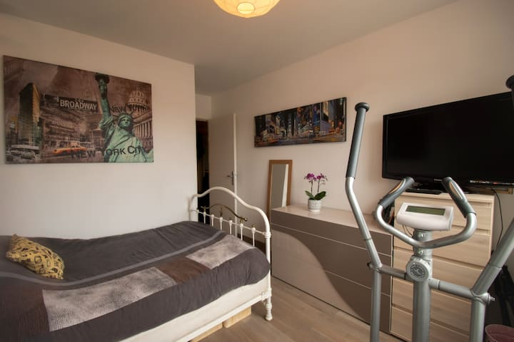Private bedroom, NYC at Villeurbanne