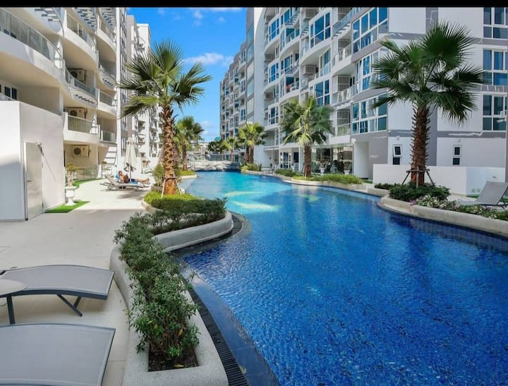 Grand avenue resident Pattaya