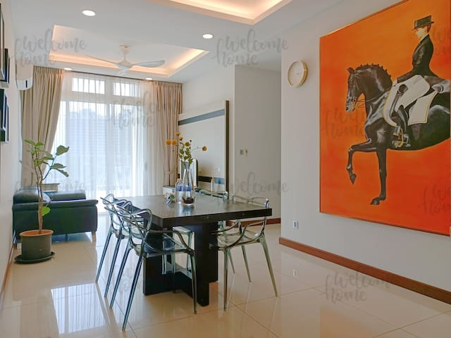 Homely 2 bedrooms apartment with HUGE balcony