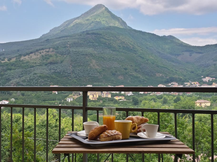 Colazione con vista monte