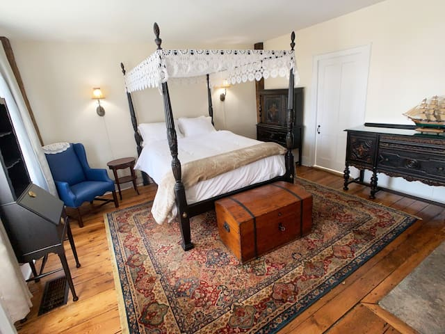 Master Bedroom (Captain's Cabin) on 1st floor. Canopied queen size bed and all the historic nautical charm we could muster!
