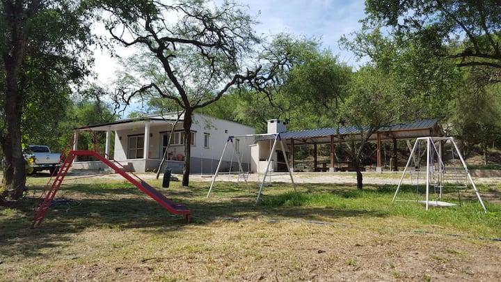 Casa de campo con granja. Tucumán, extranjeros.