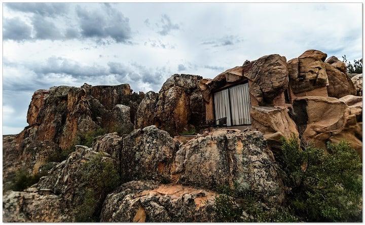 Honeymoon 'Cave' Suite
