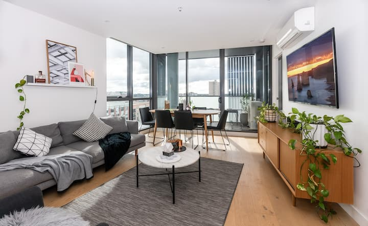 Contemporary Collingwood - stylish city hideout