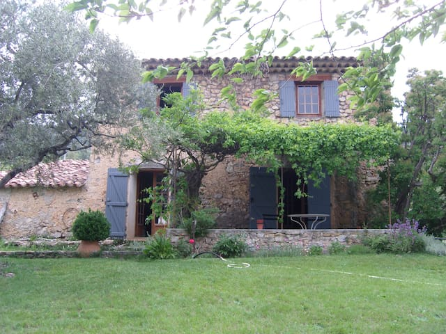 Old Provencal Farmhouse in Tourtour - Tourtour - Casa