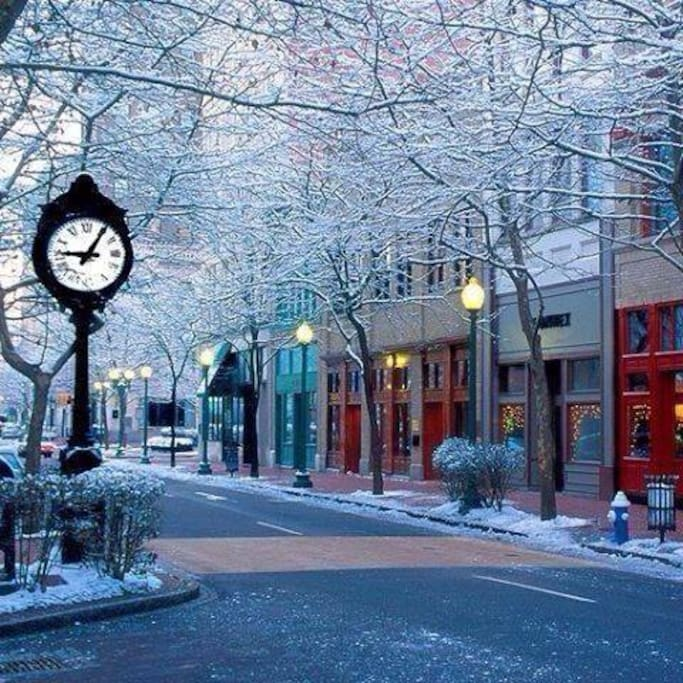 Winter: a quiet snowy Capital Street in Downtown Charleston WV