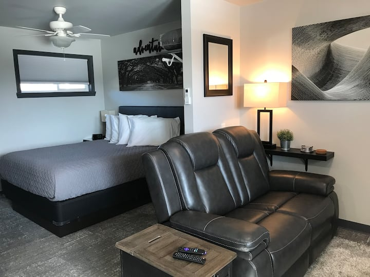 Fully Furnished Contemporary Studio Apartment