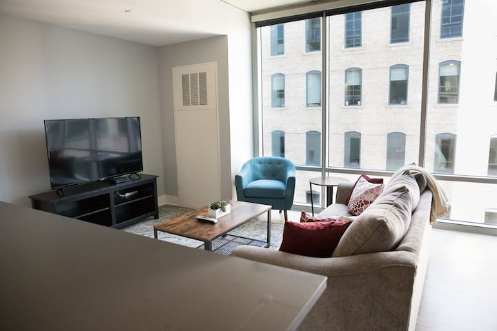 Modern 2 Bed Downtown GR Apt by Mitten