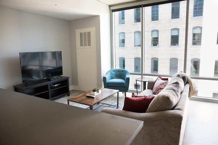 Modern 2BR w/ Balcony in Downtown GR