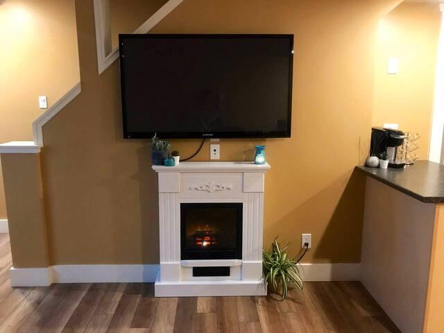 Warm & Cozy Loft Suite (Special Long Term Rates)