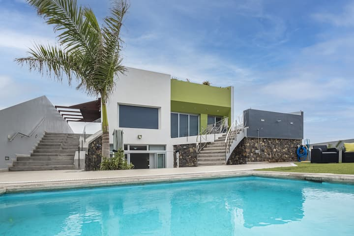 "Modern Holiday Home ""Casa Alsa"" with Views Over the Teide Volcano, Garden, Pool & Wi-Fi; Street Parking Available"