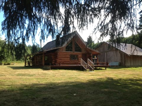 Charming, Rustic Log Home on Edge of South Fork River