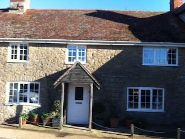lovely room and friendly host - Burton Bradstock - Bed & Breakfast