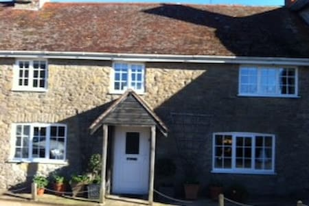 lovely room and friendly host - Burton Bradstock