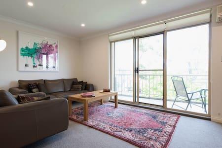 Quiet & spacious apartment - Leilighet