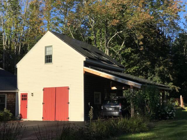 Cozy Studio Apartment in Beautiful 1830s Farmhouse
