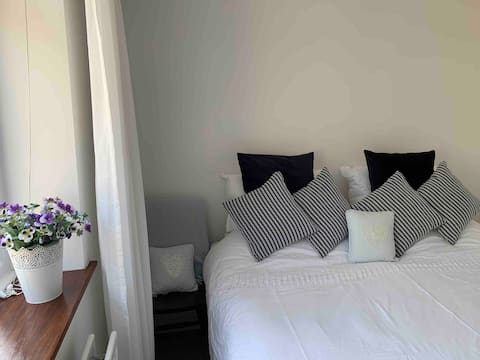 Centrally located spacious accommodation