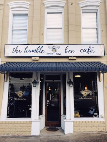 the humble bee cafe & inn; the monet room