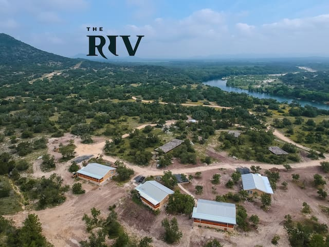 The Riv Resort: Cabin 2 of 4- on the Nueces River