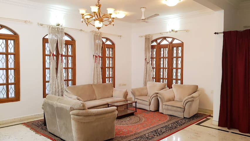 Cozy Private Room in a Beautiful Villa Koramangala