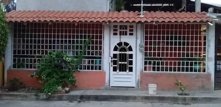 Casa  naranja trankila area