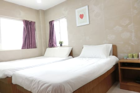 kowloon mongkok central area, high floor, lift,window,air-condition,TV ,hair dryer, free wifi,24hours hot water ,private bathroom ,nice terrace