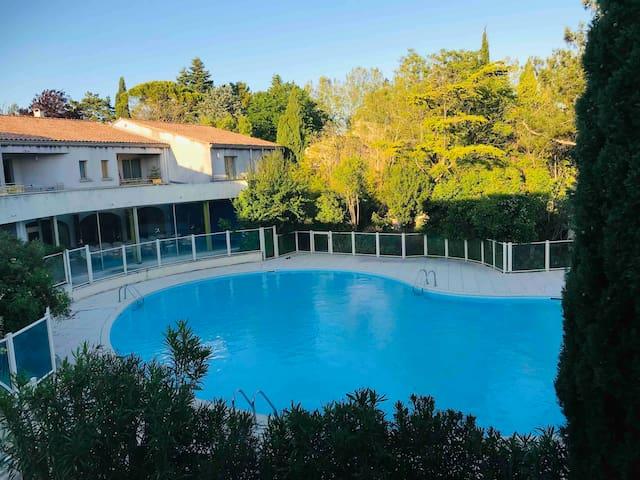 T2 de standing climatise vue piscine