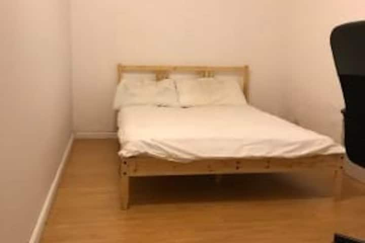 Private Double-Bed Room in Carlton