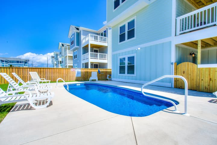 4056 Tight Lines & Tan Lines * 5 Min Walk to Beach * Pool & Hot Tub * Elevator