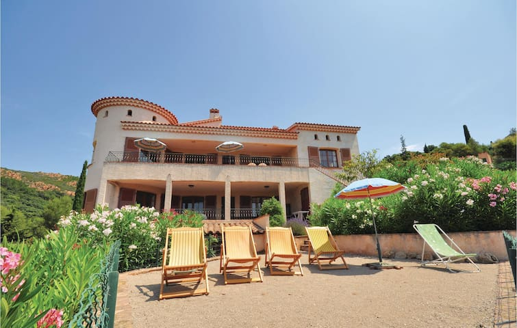 Holiday apartment with 2 bedrooms on 60m² in Agay