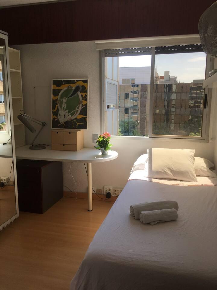 Sunny, Comfortable, Single Room in Valencia Ciudad