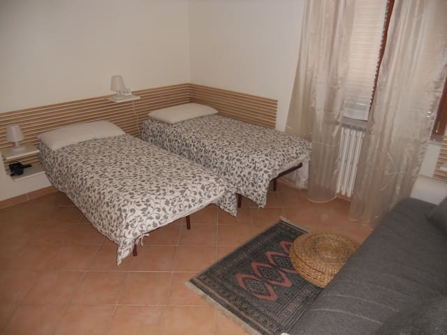 5min by feet to CIAMPINO RAILWAY STATION - Ciampino - Daire