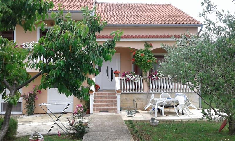 HOUSE TIN - Briševo - Casa